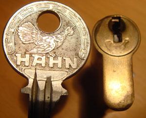 http://www.lockpicker.cz/download/sbirka/Hahn.jpg